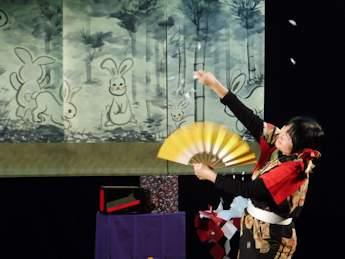 いなばの白うさぎ & 和紙のマジックショー2